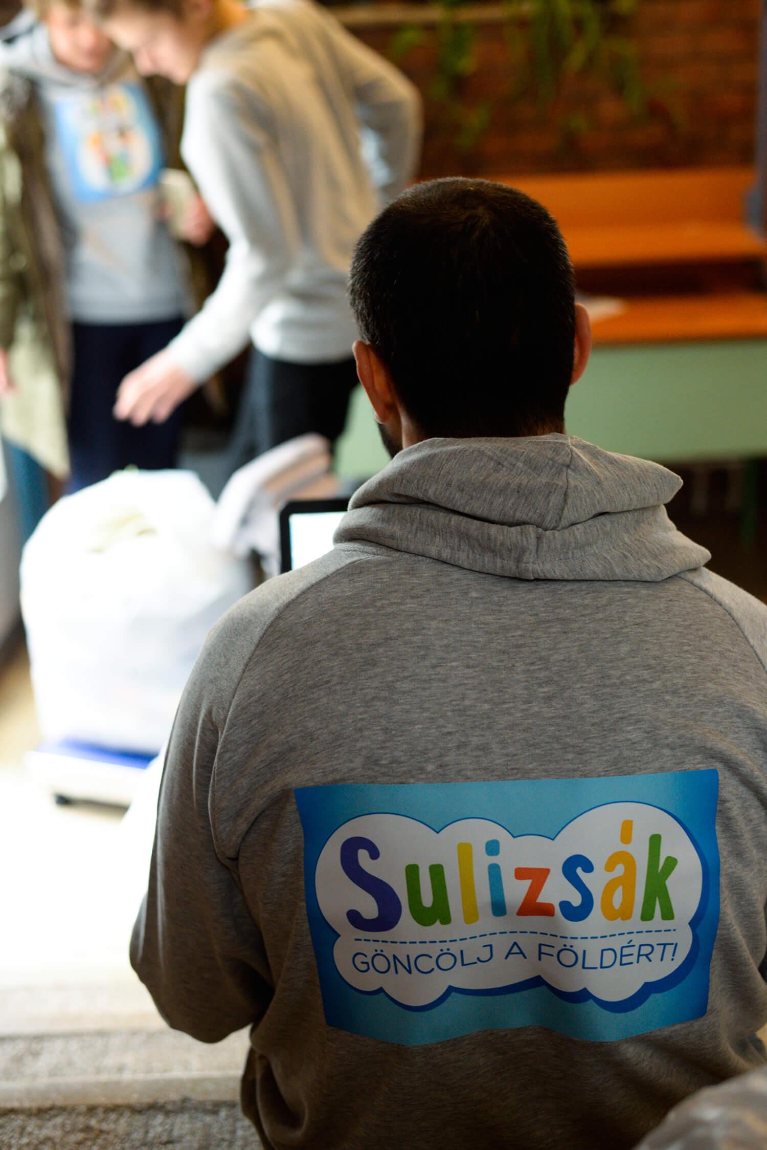 Sulizsák ruhagyűjtés